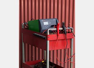 BOSCH バッテリー充電器